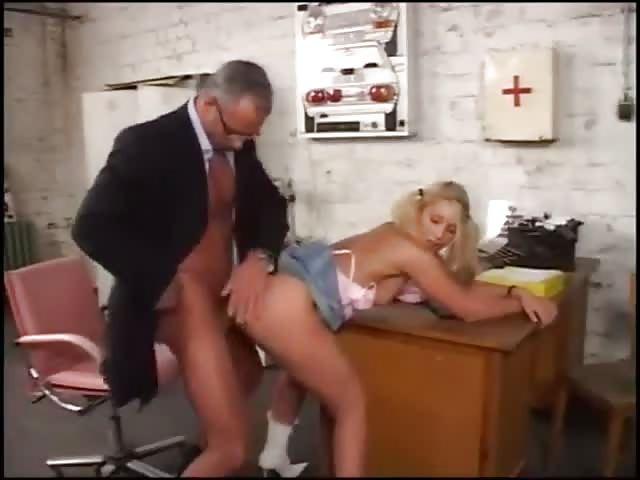 er fickt seine sekretärin