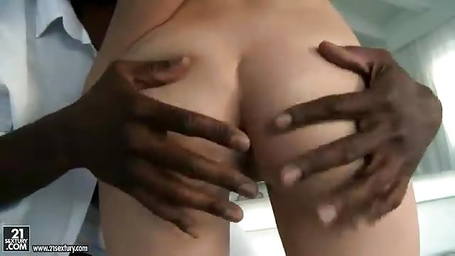 Petite salope blanche ouverte