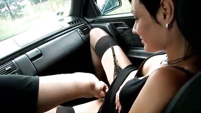 salope a plusieur baise dans voiture