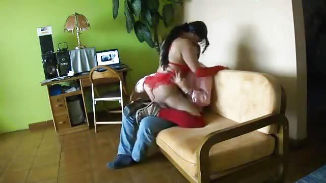 webchoc Queutard se filme avec une prostitue pulpeuse