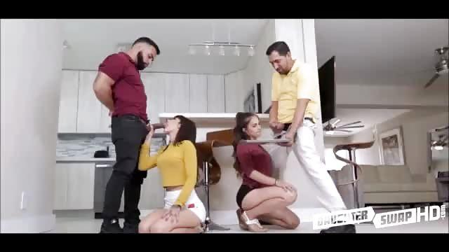 Latina aux cul rond sait comment sucer et chevaucher