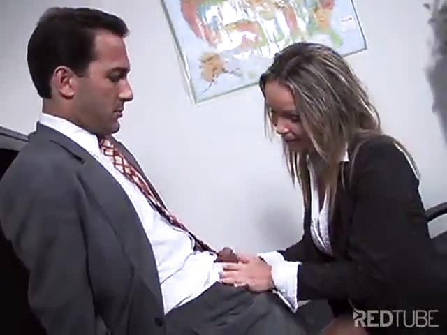 Stoute secretaresse wil anaal