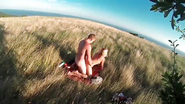 Секс в поле фото