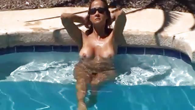 poppen im pool