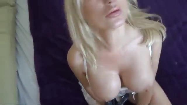 seins de ouf elle se fait tripoter