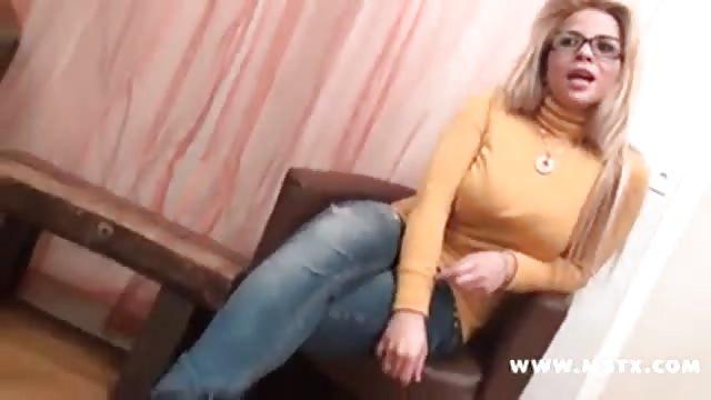 Femmes dans la servitude porno