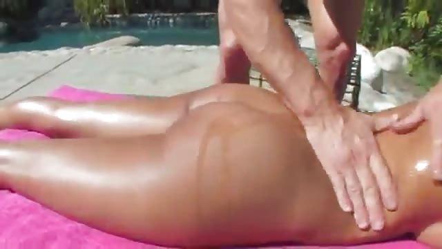 ruw massage brunette