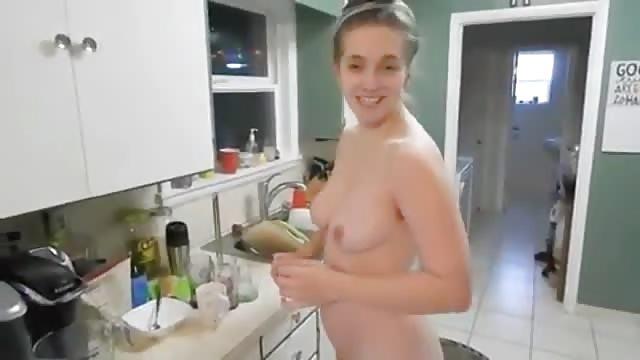 salope dans sa cuisine ma soeur et une salope
