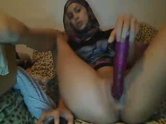 Watch arab woman masturbate on cam