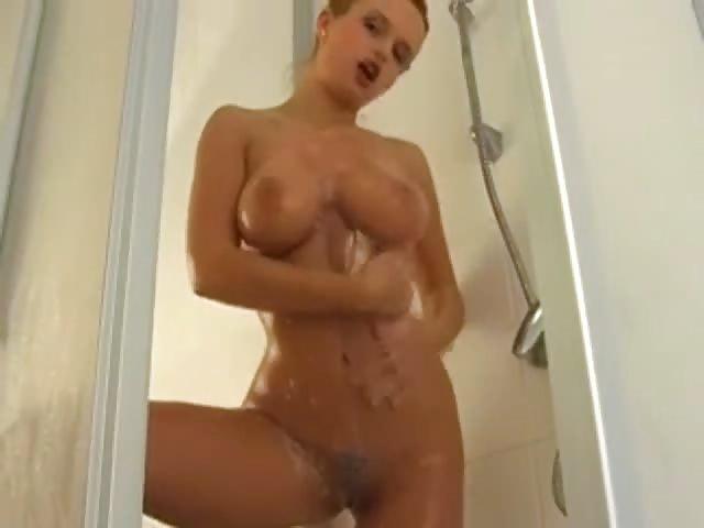 Heiße Blondine gefickt Dusche