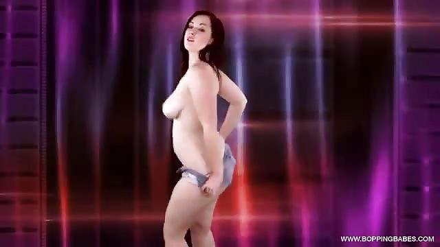 Mooie tiener doet sexy striptease