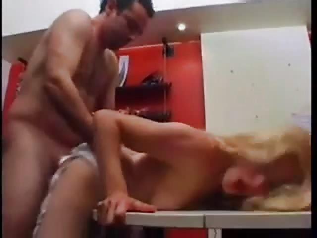3d pornos sex auf dem tisch
