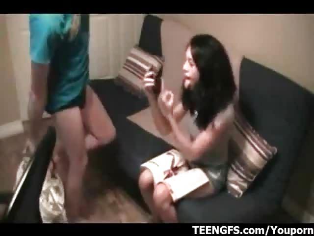 filme junges paar fickt vor versteckter kamera