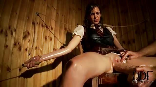 Frau Wird Nackt Gefesselt Und Gefoltert Gratis Porno
