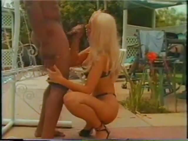 sexe interracial sexe dans le jardin